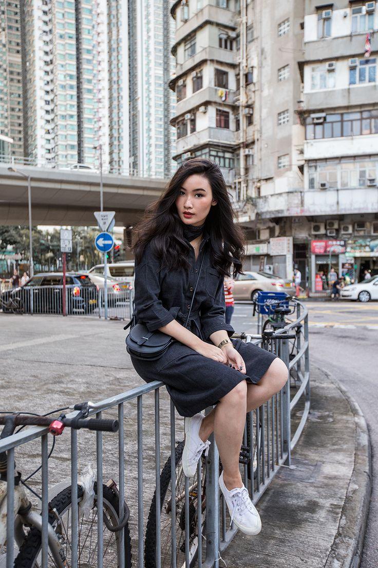 A HONG KONG MINUTE   TLNIQUE