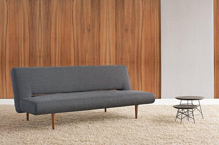 Sovesofaen Unfurl  er en smart 50′er klassiker, fra danske Innovation. Denne stilrene sovesofa uden armlæn,er det perfekte hvilested til dit hjem. Fås i farverne lys grå eller sort og med mørke træben.