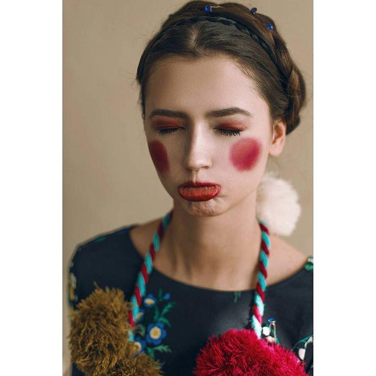 """Безумно горжусь моими девочками,  за то что сумели передать именно то настроение,  о котором я просила �� """"Granny chic"""" mua: @yuliya_moskaliova in @edison.studio #beauty #photographer #portrait #makeup #fashion #face #model #photooftheday #studio #mua #model #instadaily #retouch #studiophotography #modeltest #granny #europe #whiteskin #vintage #spring #womanfashion  #young #freckles #woman #girlhavefun #closeup #spring #blossom #flowers #cute #retouch #макияж…"""