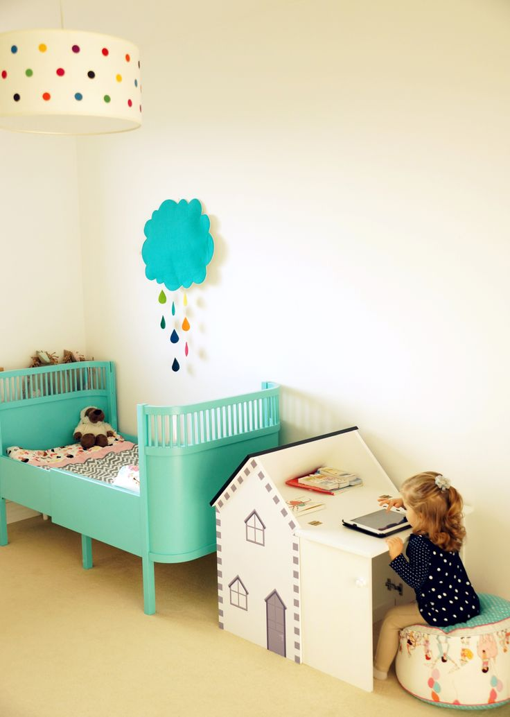 kinderkamer. How adorable...the bed, the rain cloud. The light shade, and the sweet little house-shaped desk!