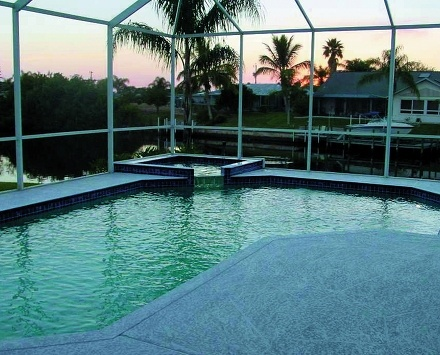 The exclusive pool of villa Coral, in Coral Cape (Florida)