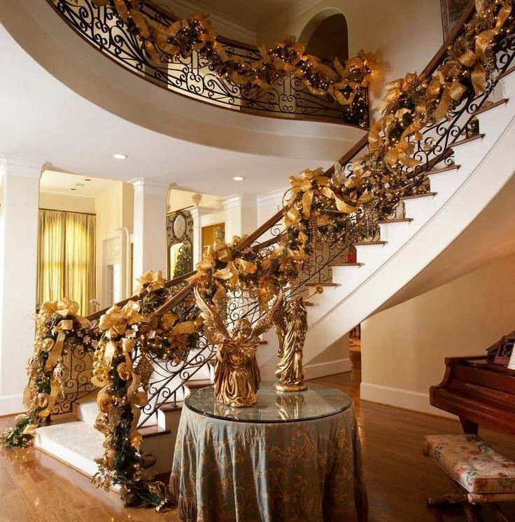 décorations de Noël à l'américaine: rampe escalier avec rubans dorés