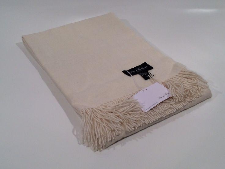 Plaid PURO in morbida e finissima lana d'Alpaca, elegante sui vostri divani e caldo come coperta per letti singoli, disponibile in quattro varianti di colori - Compra su GuarneriShop!!!
