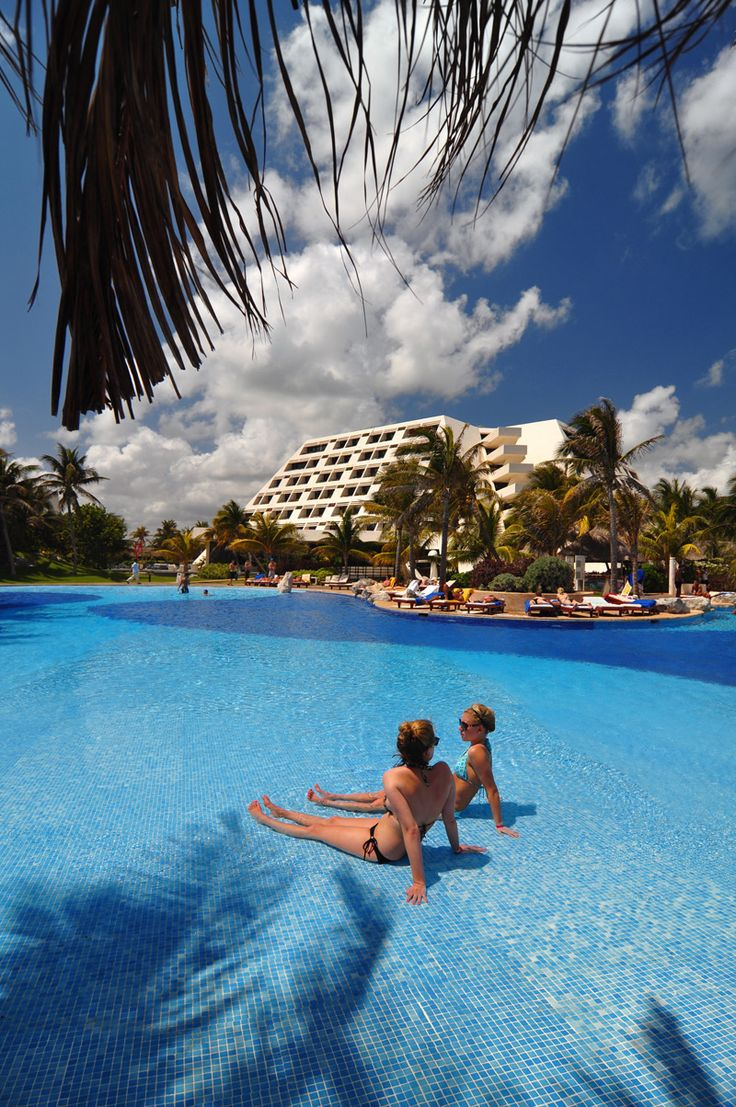 All Inclusive Cancun Resort - Grand Oasis Cancun   This could be you! #OasisPinspiration #OasisLovesU