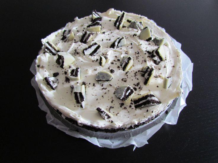 Simpele Oreo taart met maar 5 ingrediënten! Recept: http://liekekookt.com/2014/08/oreo-taart/