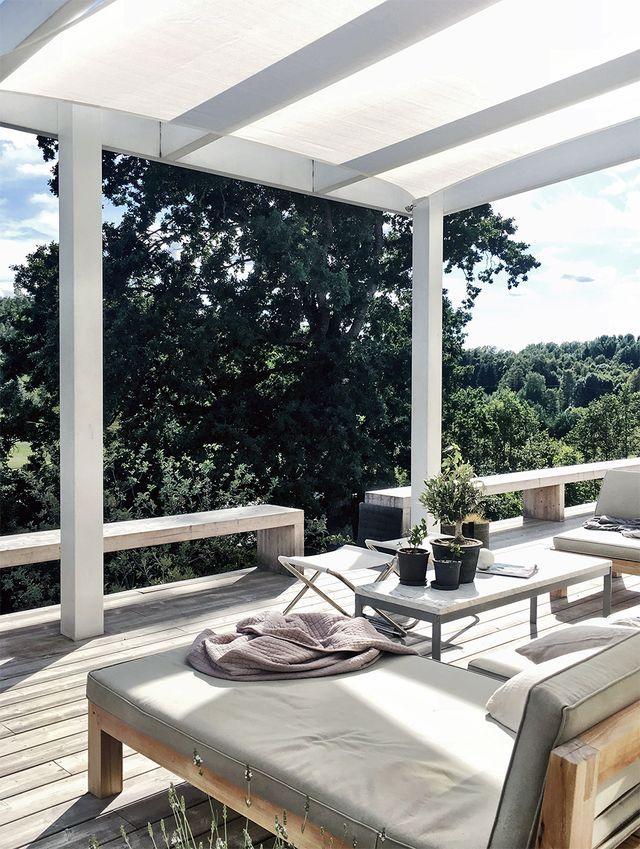 Sunshade over the patio (stilinspiration)