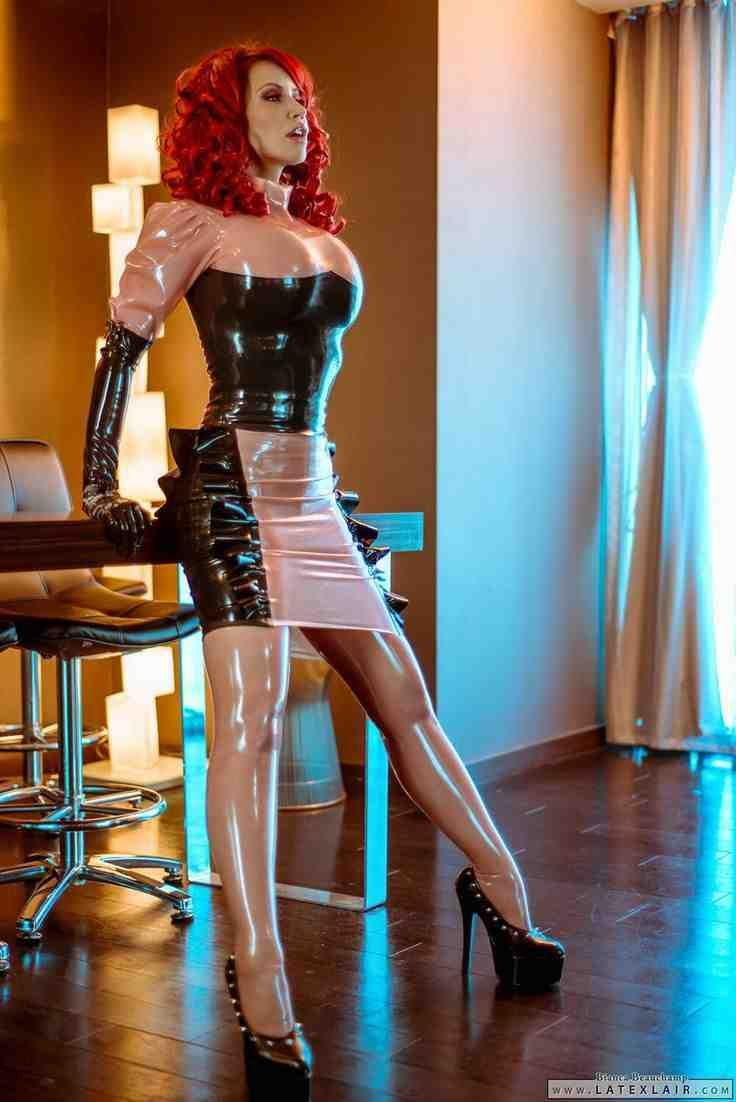 extreem dominatrix outfits