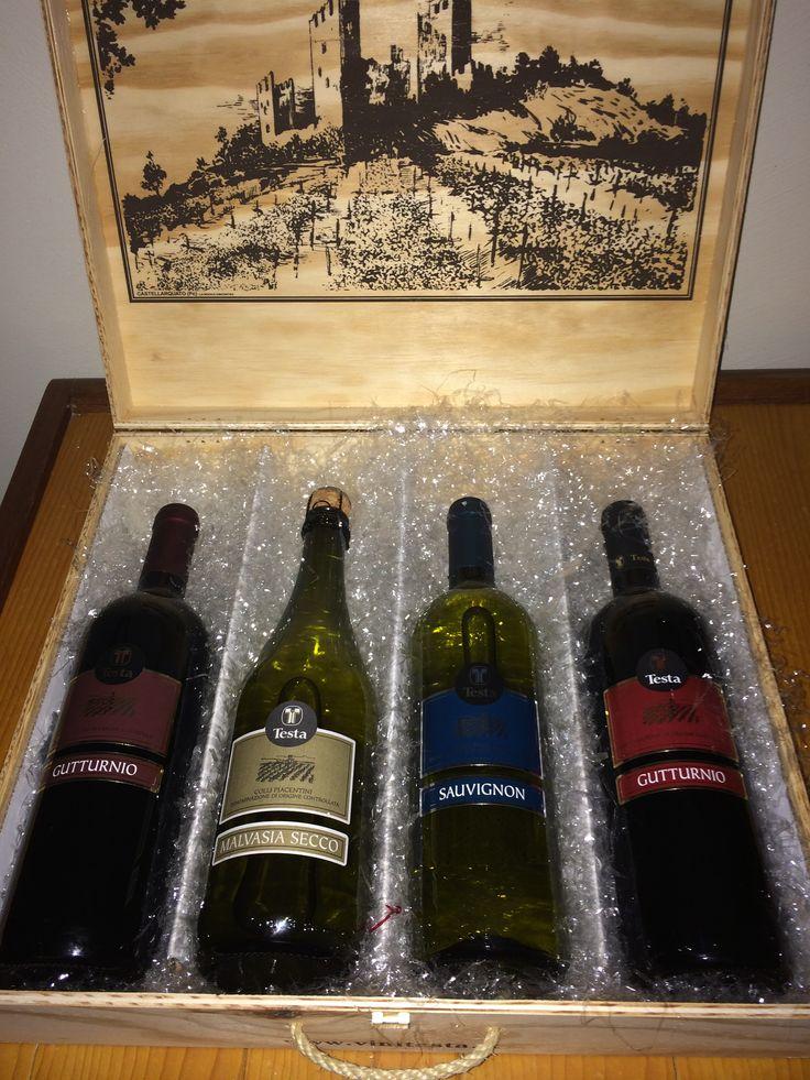 #Cassetta in legno con una selezione  di #vini #Doc per i Vostri #regali