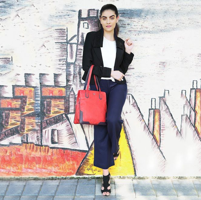 Be that confident and modern girl in the city, ready to take on the world wearing a pair of navy blue wide bottom trousers, white tank top, a black blazer over, black block heels and a contrasting #totebag on your shoulder. This #totebag is available at any Exclusive Baggit Outlets and at www.baggit.com. #Baggit #workbag #northsouth #totebag #womensfashion #corporate