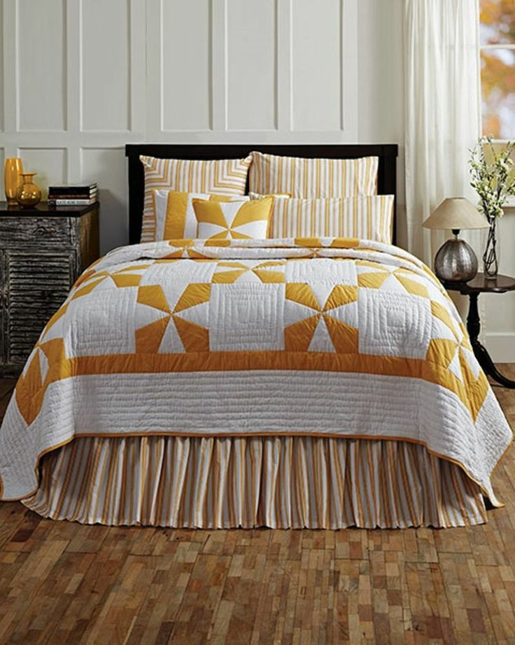 """KING QUILT YELLOW AND WHITE PINWHEEL PATTERN CATALINA QUILT BEDDING 110"""" x 97"""""""