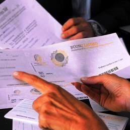 In manovra più tempo per rottamare le cartelle Equitalia, ritornano i voucher: https://www.lavorofisco.it/in-manovra-piu-tempo-per-rottamare-le-cartelle-equitalia-ritornano-i-voucher.html