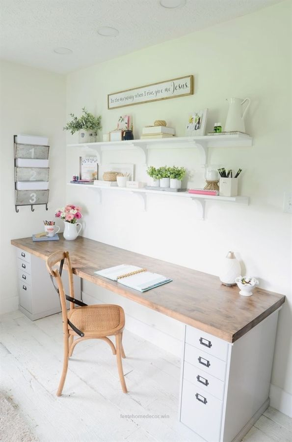 Cute Desk Decor Ideas For Your Dorm Or Office Deskofficeideas Homedecor Homeofficeideas Office Feste Home Decor Home Desk Butcher Block Desk Home Office Design