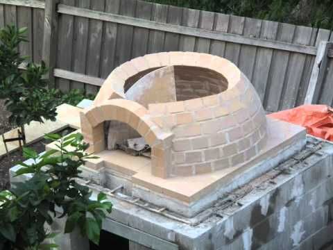 ピザ窯はこう作る 〜〜〜 Building a wood-fired pizza Oven