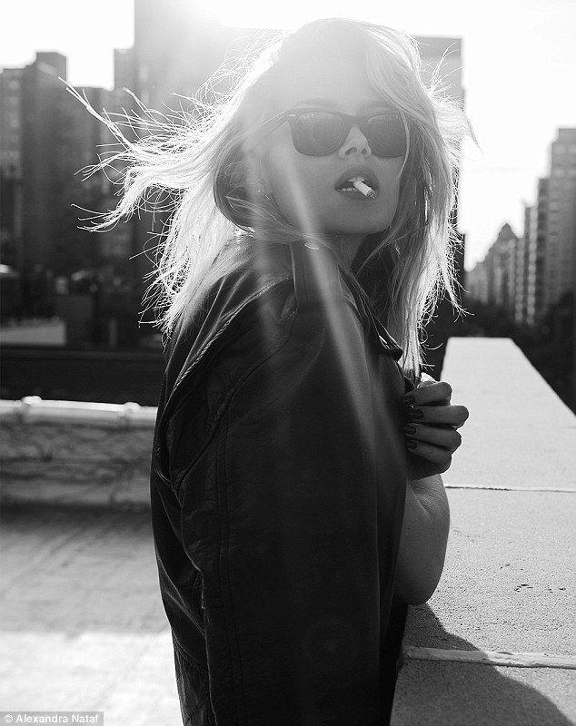 Modell im Ausland! Vor kurzem verbrachte sie einige Zeit in den USA, wo sie an verschiedenen Dreharbeiten teilnahm …