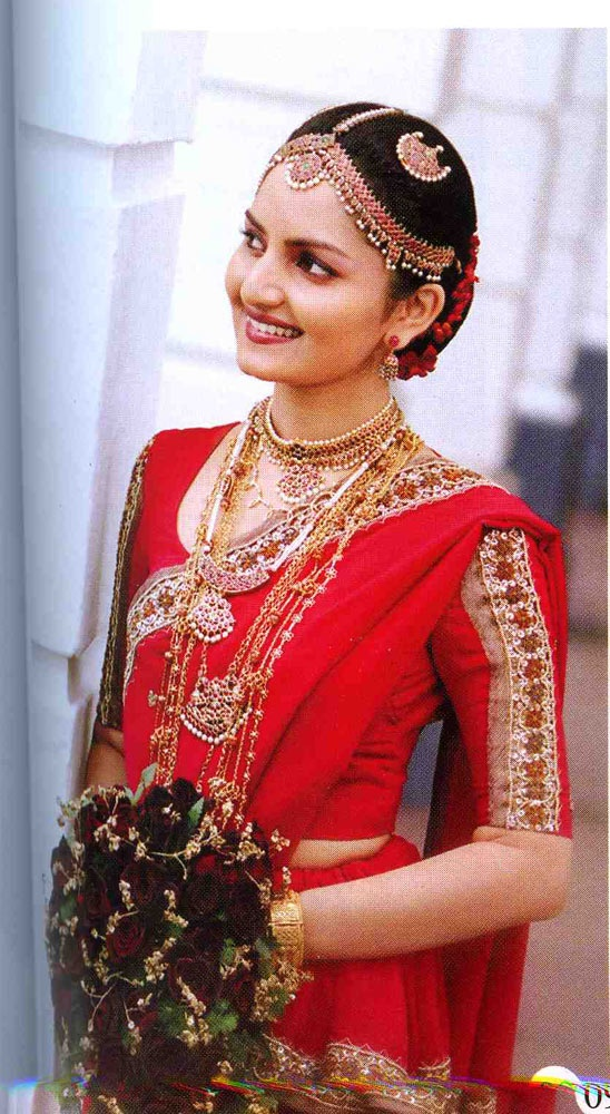 Sri Lankan bride in Kandyan Saree Sri Lankan Bride