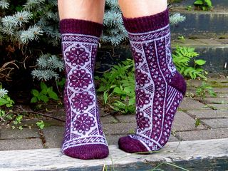 Fireweeds by Rose Hiver - free knitting pattern