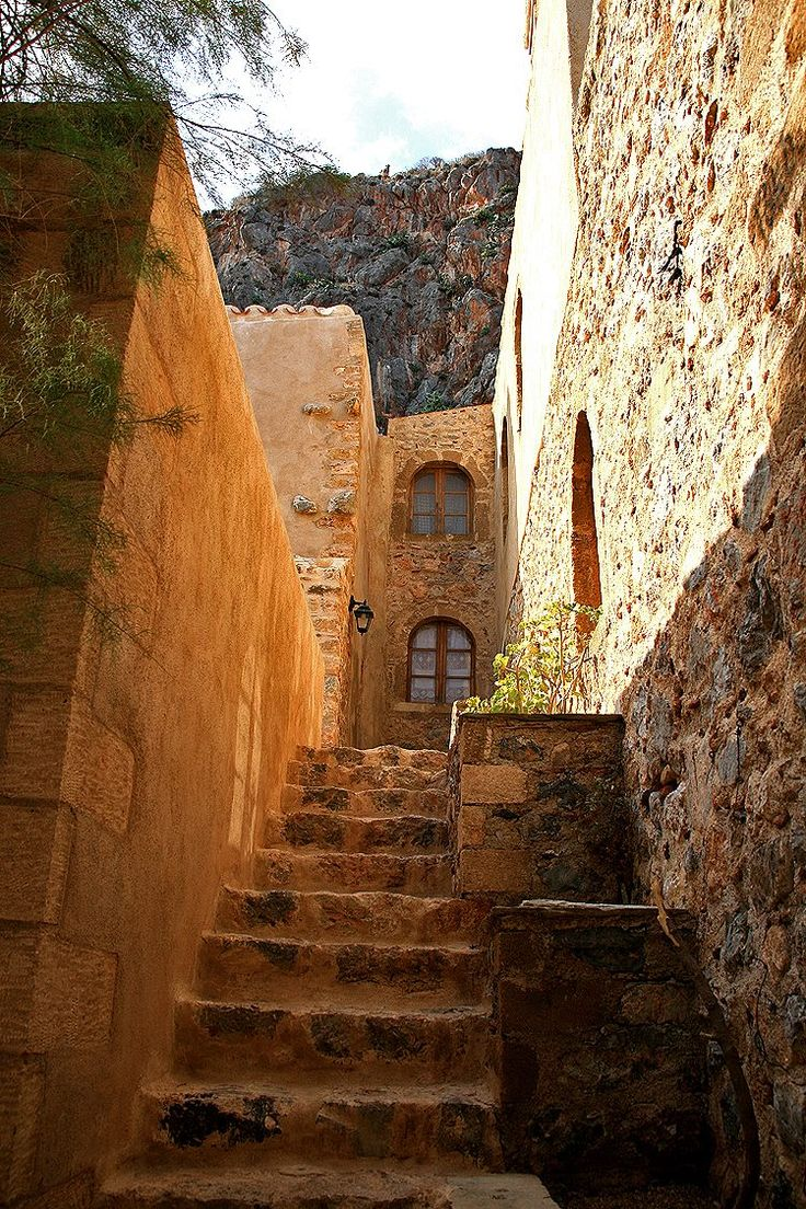 walking in the streets of the ancient towns... Greece