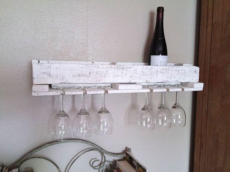 All you see below (bottle rack and coat rack) was made only from one single pallet. Réalisés à partir d'une seule palette.