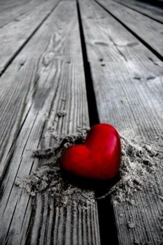 """Preso in tempo e con i farmaci adeguati, il cuore si """"riaggiusta"""" e dell'emozione che lo aveva spezzato non resta traccia.  (Noi due come un romanzo)"""