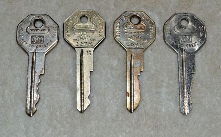 Vintage Lot of 4 GM General Motors Brigg's & Stratton Keys Knock Out Used