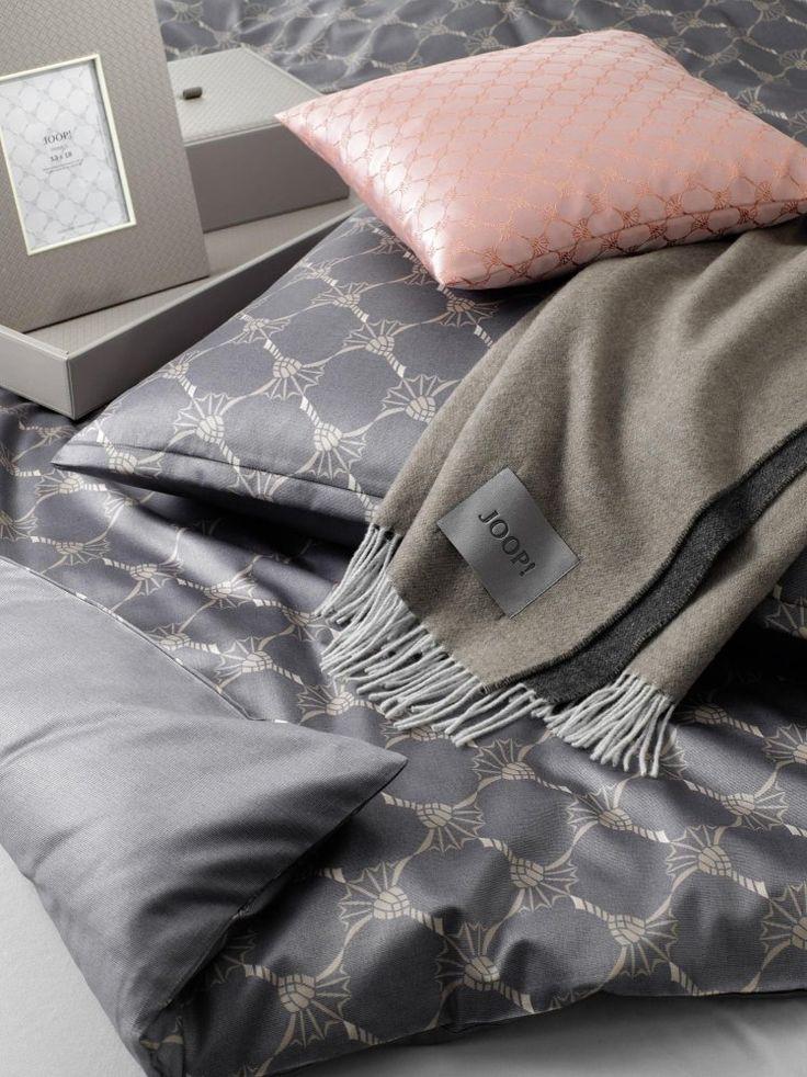 Velmi luxusní značka Joop! je jedinečná pro svojí kvalitu a nadčasový design. Exkluzivní saténové povlečení z egyptské bavlny s jemným leskem. Ložní prádlo je velmi příjemné a měkké na dotek.