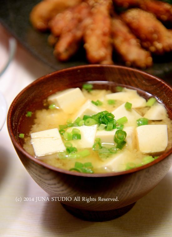 Japanese Miso Soup with Tofu and Green Onion 豆腐の味噌汁
