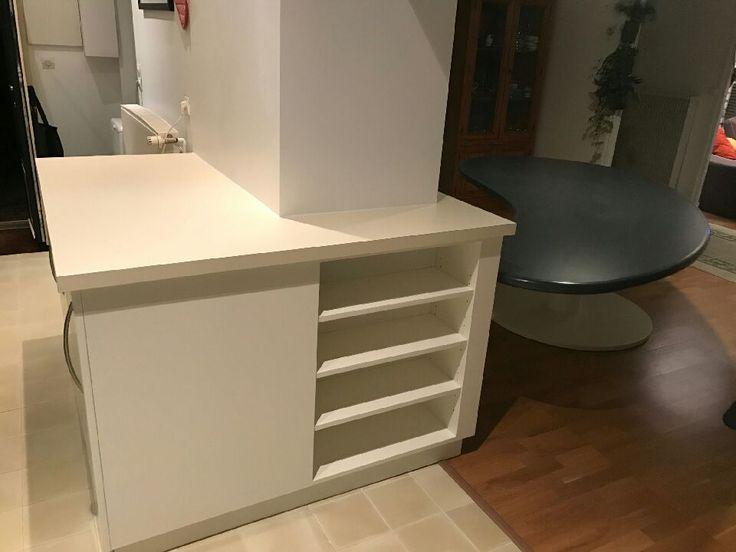 Fabrication sur mesure Meuble de rangement avec portes ouvrantes à la française + étagères réglables ; plan de travail et intérieur du meuble en stratifié