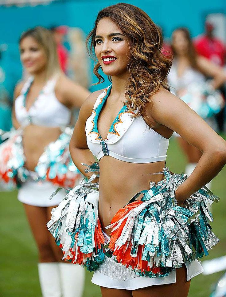 Miami dolphins cheerleaders website hacked, pointed to porn site