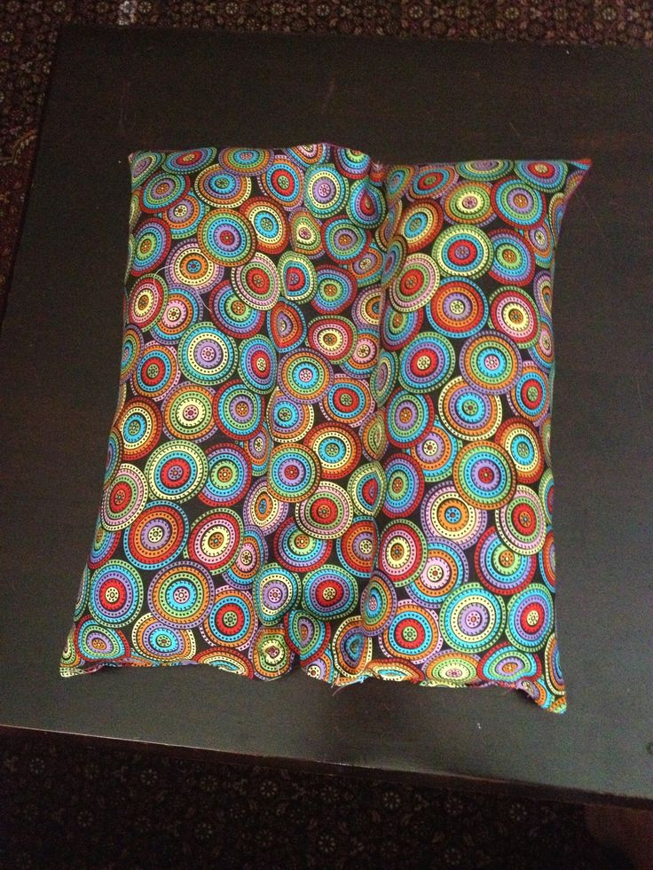 Car seatbelt pillow!! Super easy. Going to try it on the airplane this weekend.  http://pineapplemamalovescloth.blogspot.com/2012/09/seat-belt-travel-pillow-tutorial.html?m=1