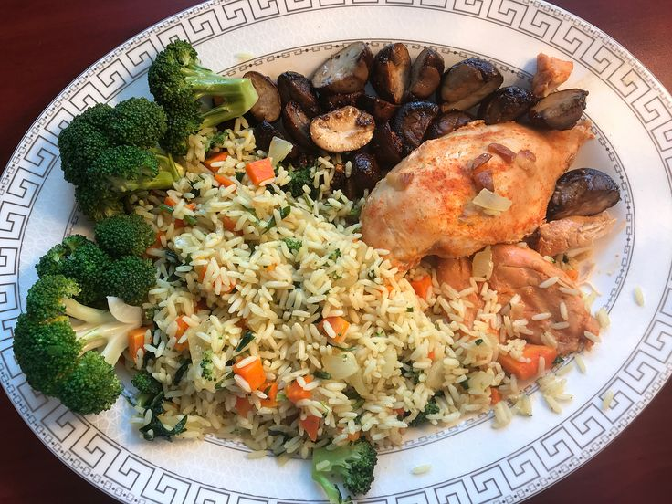 Baked Chicken, Vegetable Rice, Steamed Broccoli and Mushroom  #dinner #chicken #rice #vegetables #broccoli #mushroom #baked #toronto #torontofood #garlic #cleaneating