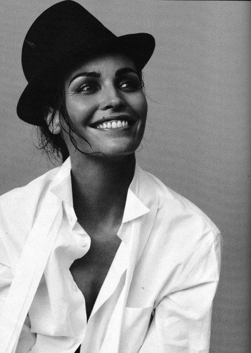 black and white gorgeous: Hats, Natural Beautiful, Iné Sastr, Black And White, White Shirts, Classic White, Timeless Style, Ine Sastry, Smile