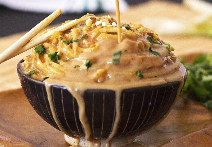Cette recette de nouilles aux arachides et incroyablement facile à faire et la sauce est magique!