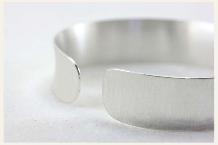 ♥ Silber Armreif - gewölbt - Handarbeit pur ♥ von Rein-Gold-Perle auf DaWanda.com