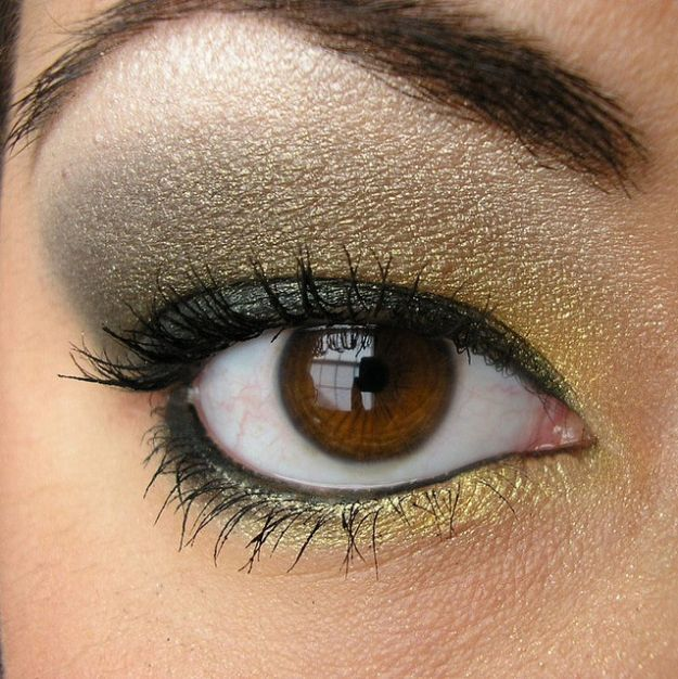 Прекрасный макияж для нависшего века в серых тонах ::: onelady.ru ::: #makeup #eyes #eyemakeup
