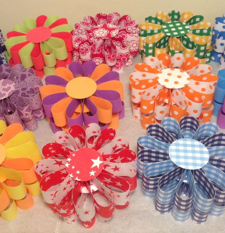 Flores con cartulina bifaz | Decoraciones con papeles ...