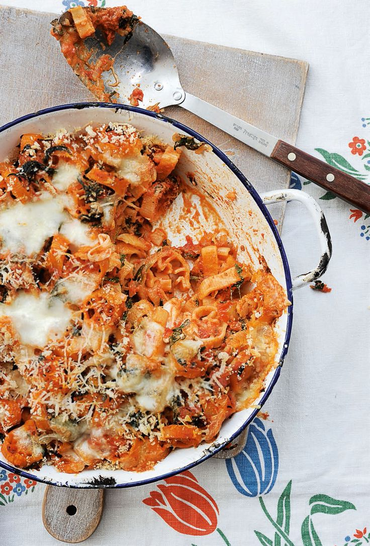 Spinach, ricotta and tomato pasta bake