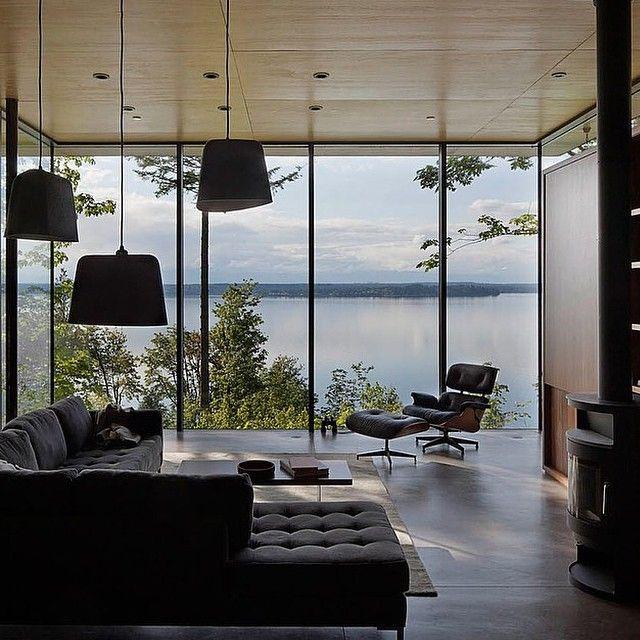 Vardagsrum med havsutsikt och panorama fönster