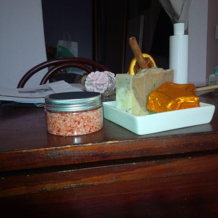 Vi presento i sali da bagno, il sapone e la crema solida viso- corpo e molti altri prodotti artigianali