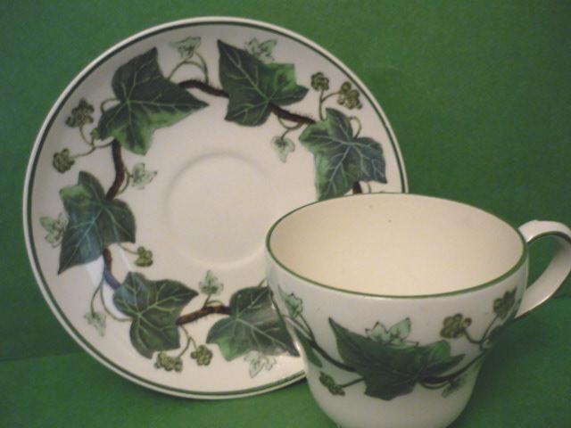 My mothers china pattern napolean ivy by wedgewood for Wedgewood designs