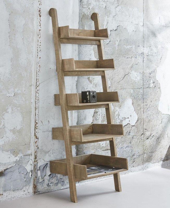 IKS wandrek 5-traps in massief mango blank antiek  Dit wandrek is compleet uitgevoerd in massief mangohout. Het is een 5-traps model waardoor het veel weg heeft van een ladder. Het grote voordeel van dit wandrek is dat er diverse voorwerpen in de5 ruime vakken kunnen liggen of staan. Dit model is tevens verkrijgbaar in een 3-traps of een 4-traps.  Verpakkingshoeveelheid (stuks) 1  Breedte (in m): 055  Diepte (in m): 045  Hoogte (in m): 165  Aantal colli: 1  Volume (in m 3 ): 049914…