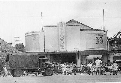 Bioskop Metropolis di Surabaya tahun 1950-an (dok Yousri dari Surabaya Tempo Dulu)