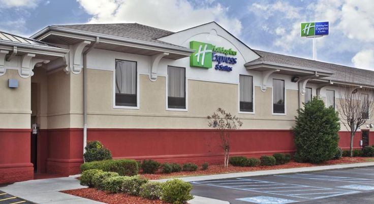 Holiday Inn Express Hotel & Suites Calhoun Calhoun This hotel is 3 miles from downtown Calhoun, Georgia and 0.5 miles from Prime Outlets Mall. It features spacious rooms with a 32-inch flat-screen TV and serves a buffet breakfast.