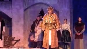 Vadkérti Imre művész úr a Mikulás Gálán a Betlehemi Királyok című művet éneklve