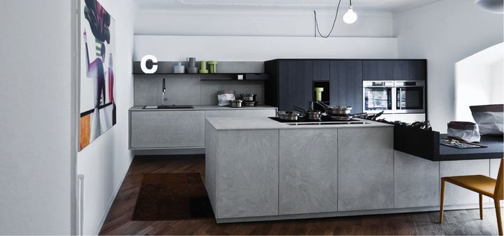 No more totally white kitchens in 2015! The new trends are all about contrast colours and natural materials.