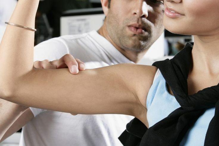 Cómo tomar proteína de suero para conseguir brazos más grandes. Cuando tu objetivo es construir músculo, es importante que tu enfoque incluya un entrenamiento de fuerza y la nutrición adecuada. Como regla general, debes ingerir aproximadamente de 0.4 hasta 0.5 gramos de proteína por kilo de peso ...