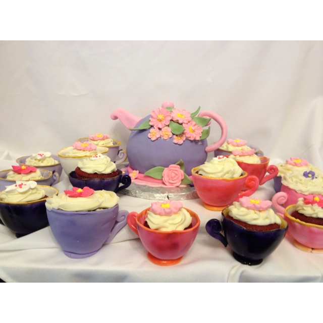 Teapot cake, cupcakes in gum paste tea cups. 100% edible: Teapot Cake, Cupcakes Rosa-Choqu, Www Chasityscakery Net, Teapots Cakes