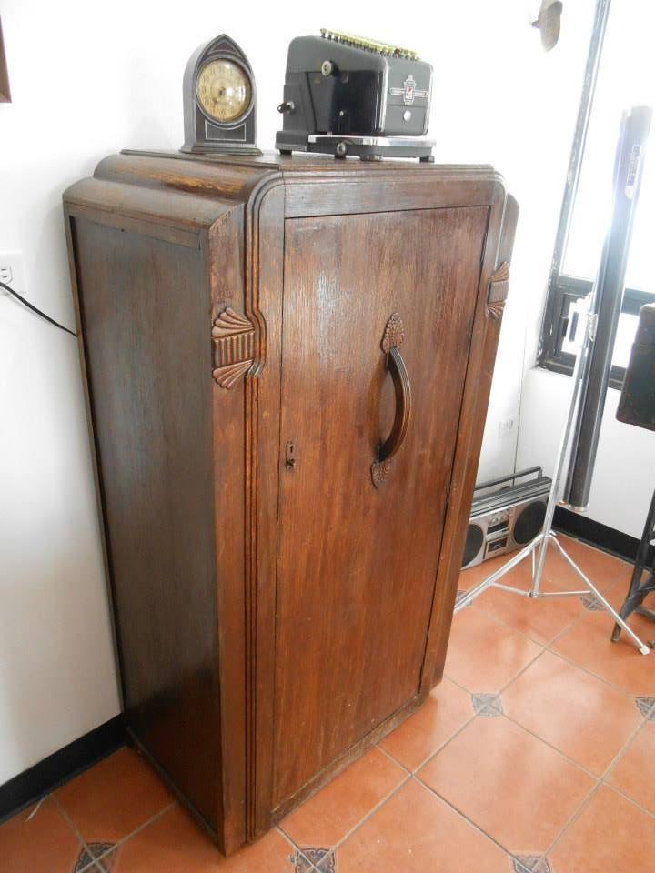 Antiguo Ropero de Encino 1920s Antikes & Co. Antigüedades Cd. Juárez, Chihuahua, México  www.facebook.com/AntikesCo