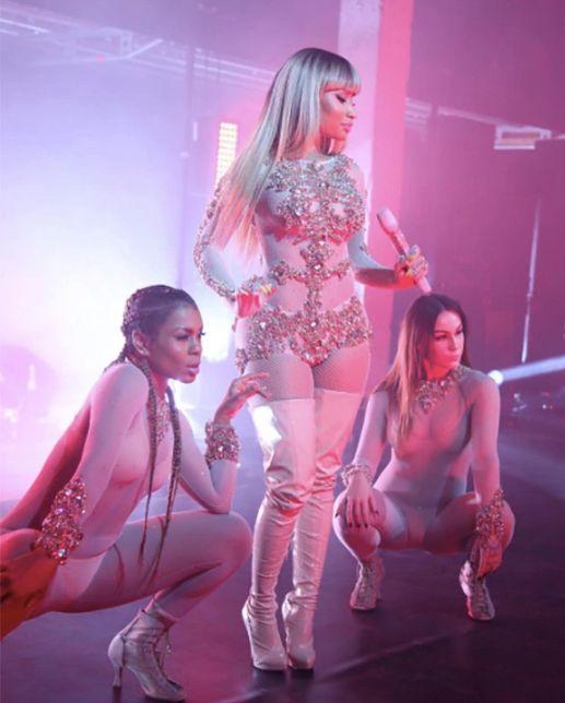 #NickiMinaj  #Minaj  #KanyeWest  #GoldDigger  #Song #Offensive  #Notfunny #celebrity #news #celebritynews