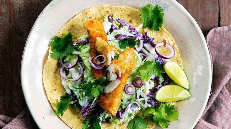 Sprø fisketaco med avokado og kålsalat