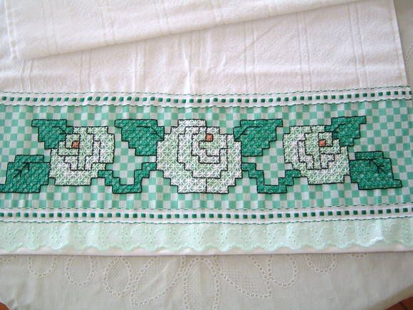 Toalha de rosto (avulsa) DOHLER com barrado bordado em tecido xadrez. Verifique disponibilidade de cores do tecido no album BORDADO EM TECIDO XADREZ  50 X 80 cm R$ 30,00